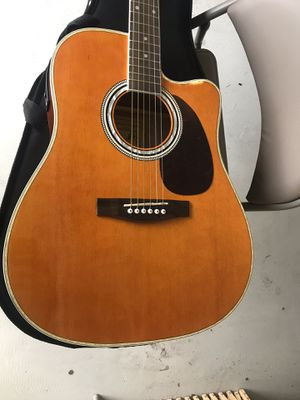 Acoustic electric guitar and amp for Sale in Fontana, CA