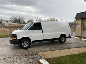 2010 Chevy express cargo van 2500 extended for Sale in Addison, IL