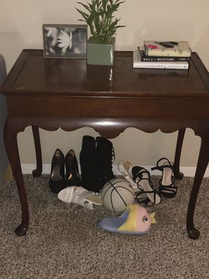 Vintage small table for Sale in Dallas, TX