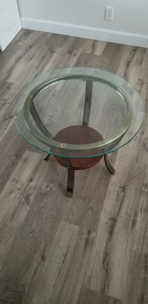 """Side table/plant table about 23.5"""" diameter x 20"""" tall for Sale in Gardena, CA"""