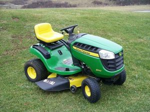 """LIKE NEW, JOHN DEERE D110 19.5HP. 42 """" HYDRO.AUTOMATIC LAWN TRACTOR for Sale in Bally, PA"""