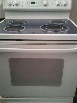 Electric stove like new 180 days warranty for Sale in Alexandria, VA