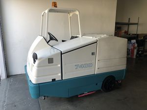 Tennant 7400 rider floor scrubber (49 hours) for Sale in Huntington Beach, CA