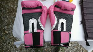 Women's Pink Boxing Gloves. for Sale in Alexandria, LA