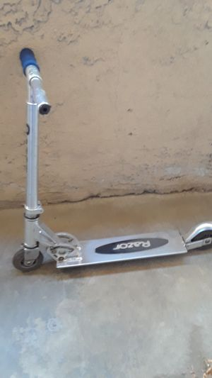 razor scooter for Sale in Fontana, CA