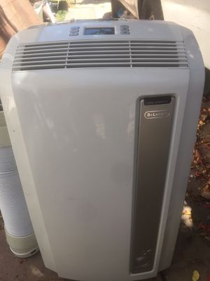 Delonghi portable air conditioner 12,500 btu. In good working conditions. for Sale in Los Angeles, CA