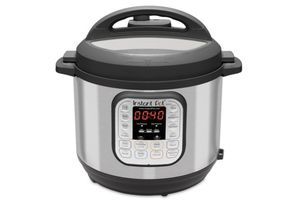 Instant Pot DUO60 6qt. 7 in 1 Multi Use Programmable Cooker for Sale in Philadelphia, PA