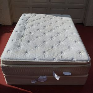 Twin bed with box + frame+ mattress for Sale in Boca Raton, FL