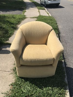 Fantastic Rotating Chair! for Sale in Essington, PA