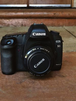 Canon 5D mark ii body & 50 mm lens for Sale in Orange, CA