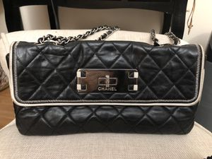 Authentic Chanel Lambskin 2.55 Quilted for Sale in Las Vegas, NV