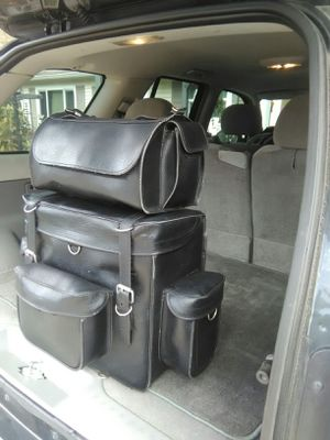 MOTORCYCLE TRAVEL BAGS (2) Leather for Sale in Ocala, FL