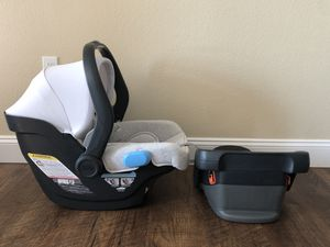Uppababy Mesa Car seat & base for Sale in Chandler, AZ