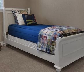 Twin Extra long White Distressed Bed for Sale in Scottsdale,  AZ