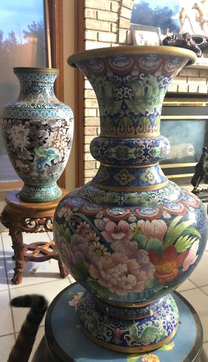 2ft tall Cloisonné vase for Sale in Bolingbrook, IL