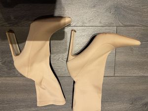 Nude/ Light Tan boots size 8 - used once for Sale in Chicago, IL