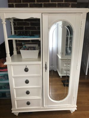 3 piece off white little girls' bedroom furniture for Sale in Garden City South, NY