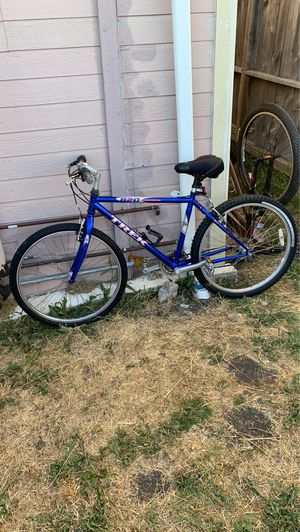 "Trek 820 Large SIZE 17"" Frame Mountain Bike 21 Speeds V-Brake Stop on a dime! HAS MINOR Surface Rust DOESN'T EFFECT FUNCTIONAL $150 for Sale in Richmond, CA"