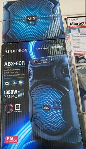 PORTABLE Bluetooth KARAOKE SPEAKER for Sale in Houston, TX