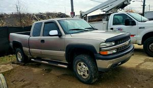 2004 Chevy 1500 4x4 PARTS TRUCK*Run great till frame broke* for Sale in Cuyahoga Falls, OH