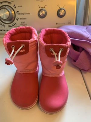 Girls croc boots snow rain size 9c pink for Sale in Fort Carson, CO