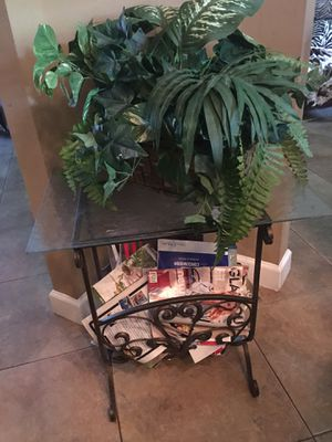 Iron magazine rack for Sale in Port St. Lucie, FL