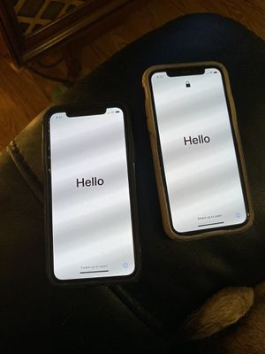 Two iPhone Xs- perfect condition- unlocked for Sale in Bartow, FL