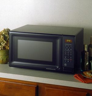 GE Microwave 1.3 Cubic Ft. for Sale in Orlando, FL