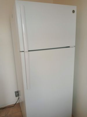 GE White refrigerator for Sale in Gardena, CA