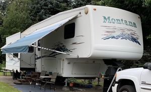 2004 Keystone Montana 3670RL 37' 5th Wheel for Sale in Troutdale, OR