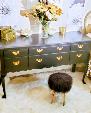 Kittinger Mahogany Vanity. Sideboard, Buffet, Desk, TV Stand for Sale in Vernon Hills, IL
