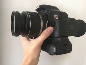 CANON T2i Camera Bundle (check this out) for Sale in Los Angeles, CA