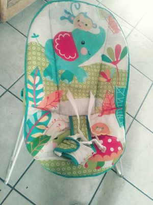 Baby bouncer w/vibration LIKE NEW for Sale in Fresno, CA