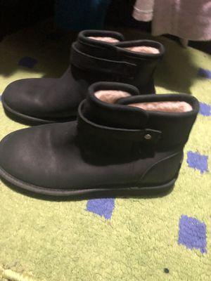Short black uggs size 6 for Sale in Rockville, MD