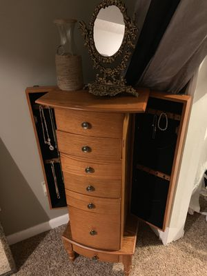 Wooden jewelry box 4ft for Sale in Streetsboro, OH