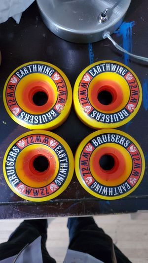 Earthwing bruisers 72mm 87a longboard wheels for Sale in Miami, FL