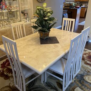 Dining Room Table W/ 6 Chairs And Lighted Curio Cabinet (empty/ Contents Not Included); Leaf Included With Table (not In Picture) for Sale in Joliet, IL