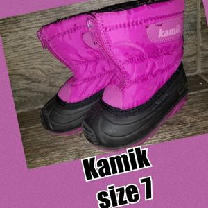 Snow boots toddler size 7 for Sale in Riverside, CA