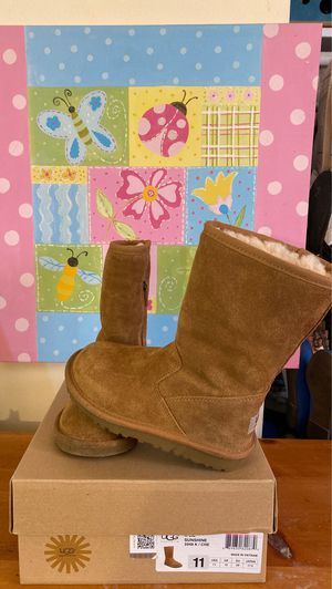 Ugg boots (size 11 girl ) for Sale in Whittier, CA