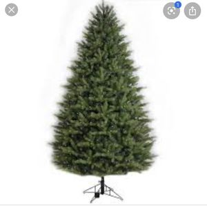 Christmas tree7.5-ft Pre-Lit Oakmont Spruce Artil Christmas Tree with 500 White LED Lights for Sale in Tacoma, WA