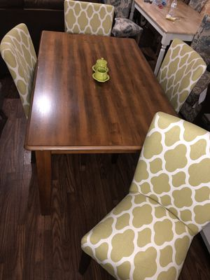 4 chairs Dining Table for Sale in Phoenix, AZ