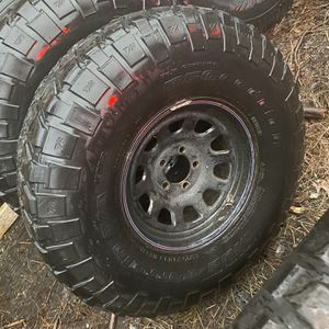 "33"" Km2's On Jeep Xj Wheels for Sale in Dartmouth, MA"
