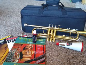Mendini Trumpet with case, mute and books for Sale in Kirkland,  WA