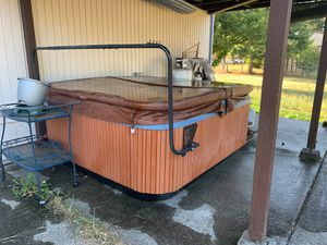 Hot tub for Sale in Spanaway, WA