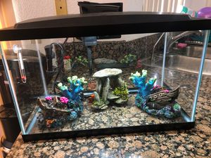 10 gal fish tank for Sale in Lancaster, CA
