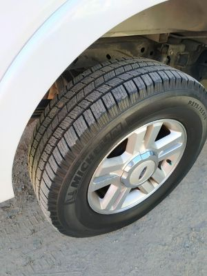 "Set of 4 - F150, Expedition wheel 18"". Tires Michelin LTX M/S 275/65/R18 for Sale in San Diego, CA"