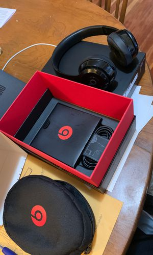 $60 firm! Used Apple Beats by Dre solo 3 head phones wireless. for Sale in Portland, OR