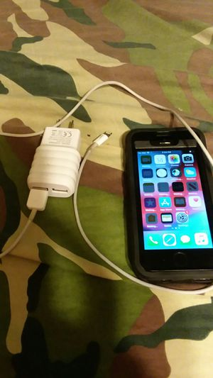 IPhone 5 S (16GB) with charger and otterbox for Sale in St. Helens, OR