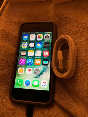 UNLOCKED iPhone 5 with charger and case 16 gigs for Sale in Southwest Ranches, FL