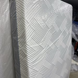 """FULL Mattress Like Tempupedic 🔶WELLSVILLE 11 """" GEL HYBRID🔶 Retail $2299,Never Slep On With Free Box Springs/Available For Delivery Extra Charge for Sale in Kent, WA"""